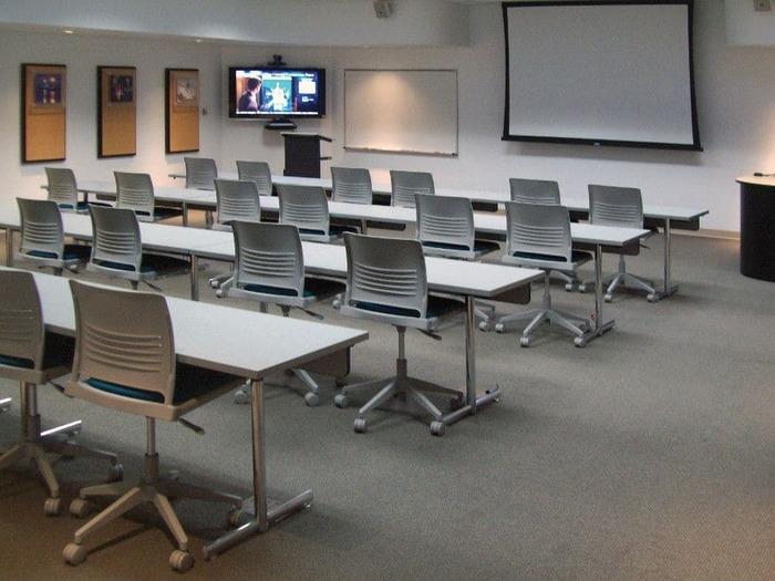 Các phòng học được trang bị hiện đại