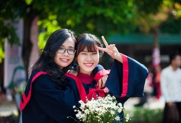 Lễ tốt nghiệp của sinh viên Sư phạm Tiểu